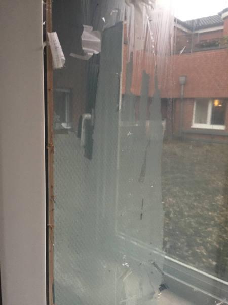 Klebereste Fensterfolie
